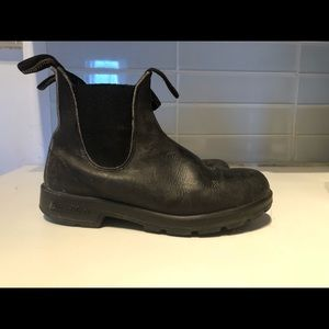 Round toe black Blundstone boots, women's 6.5